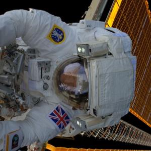 宇宙飛行士に聞いてみた。ティムピーク、EVAする (c) ESA / NASA